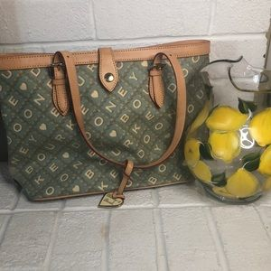 HP 💚 Green and White Dooney and Bourke Tote